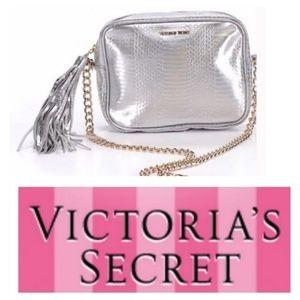 ❤️💜Victoria Secret Silver/Gold Runway Chain Bag